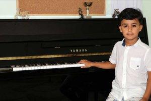 Küçük piyanist Doğu