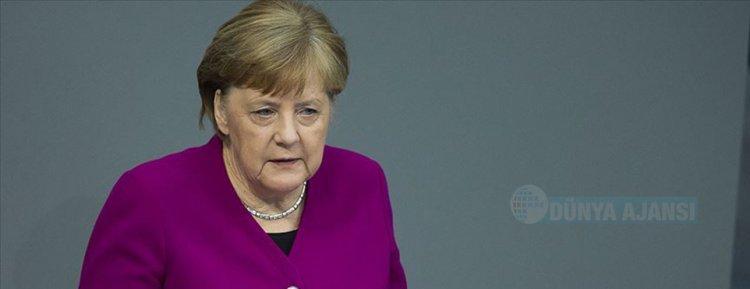 Merkel: 'Bir süre bu salgınla yaşamak zorunda kalacağız'