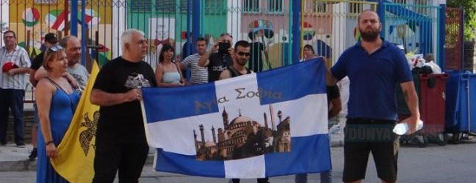 Gümülcine Başkonsolosluğu önünde Ayasofya Camii'ne protesto gösterisi