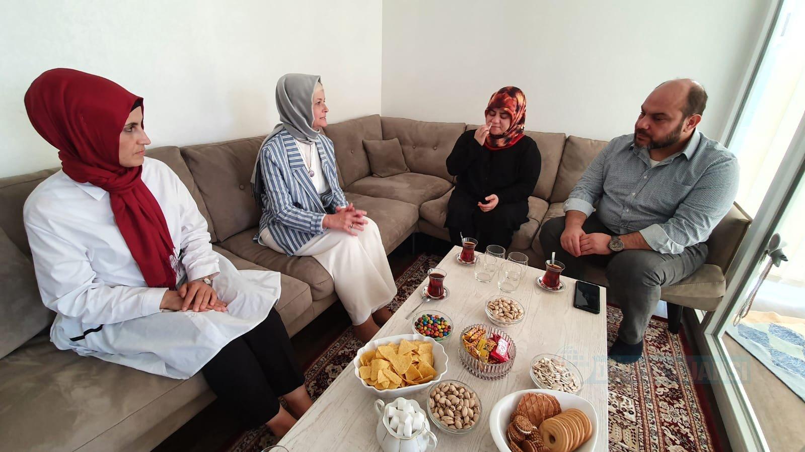 Saldırıya uğrayan Türk bayana Göka'dan geçmiş olsun ziyareti