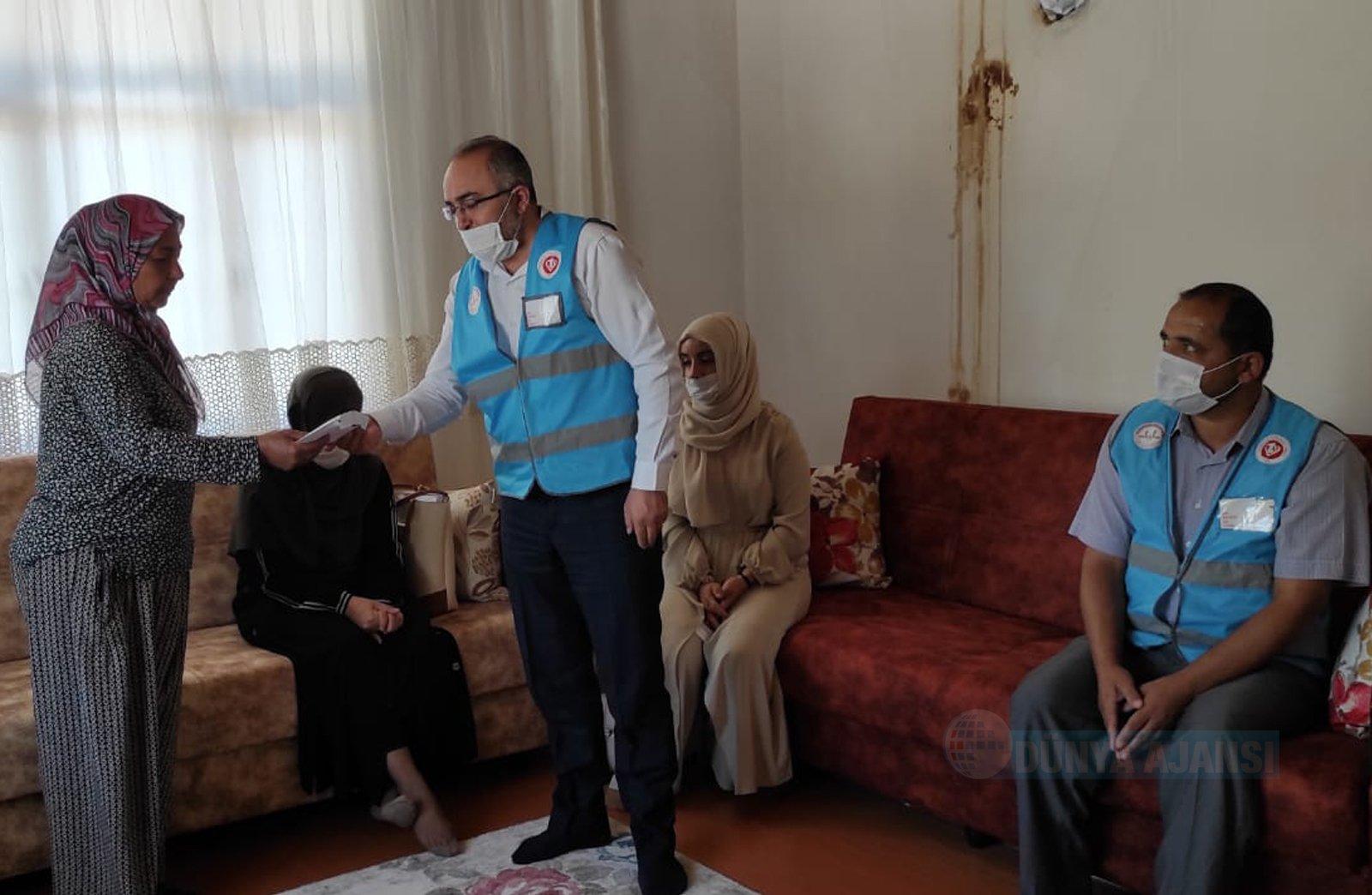 Türkiye Diyanet Vakfı Antalya'da evleri yanan ailelere sahip çıktı
