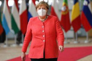 Almanya Başbakanı Angela Merkel Kovid-19 vakalarındaki artıştan endişeli