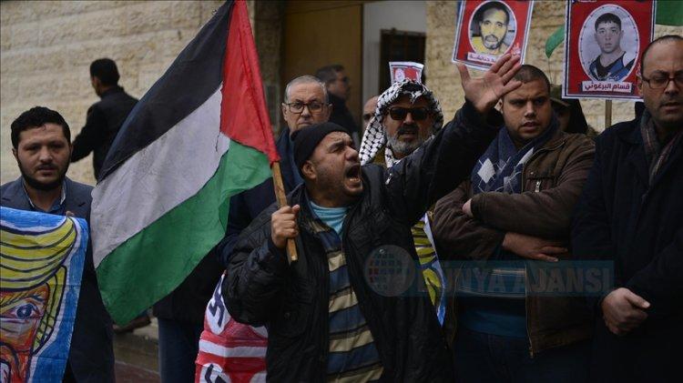 İsrail hapishanelerinde tutuklu Filistinlililer Kovid-19'a yakalandı