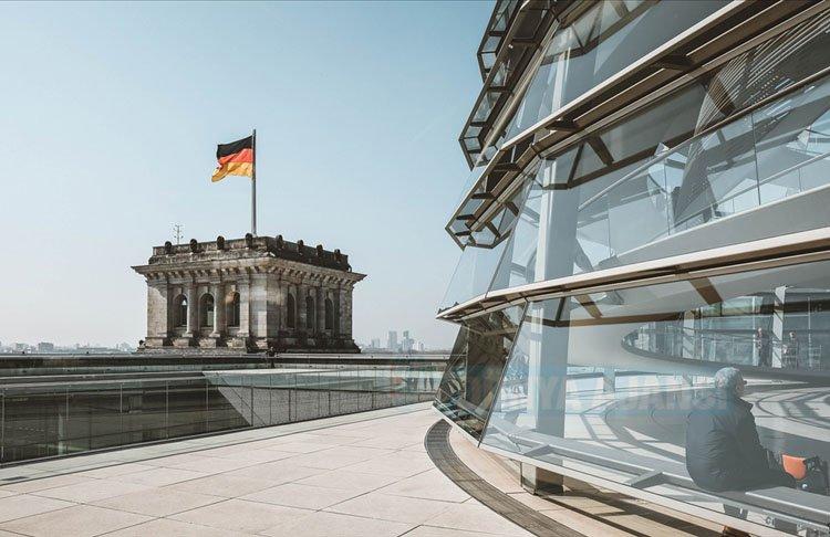 Alman gazetesi Süddeutsche Zeitung, FETÖ'nün 'karanlık yapısı' konusunda uyardı