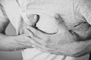 'Göğüs ağrısının uzun sürmesi kalp hastalığı belirtisi'