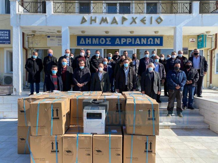 Kozlukebir Belediyesi muhtarlara fotokopi makinesi dağıttı
