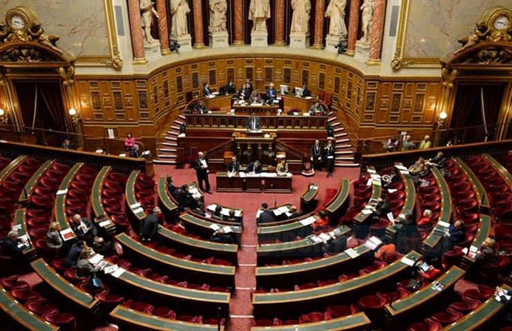Fransa Senatosu'ndan yabancılara oturum belgesi verilmemesi kararı