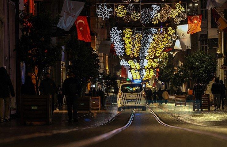 Türkiye'de 'Çok yüksek' riskli 58 ilde sokağa çıkma kısıtlaması başladı