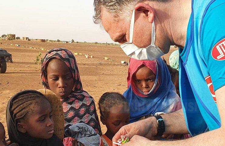 DİTİB gönüllüleri Senegal'de 4100 aileye Ramazan paketi dağıttı