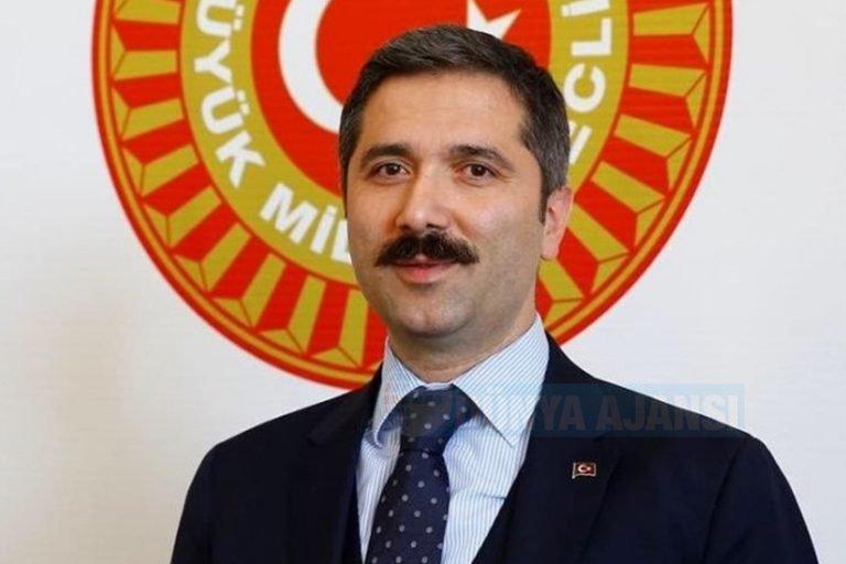 Sırakaya: 'Türkiye'ye girişte Kovid-19 aşılarını tamamlayanlardan PCR test istenmeyecek'