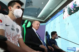 Erdoğan: Gençlerimizin çok ilgi duyduğu e-Spor'u desteklemeyi sürdüreceğiz