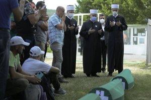 Srebrenitsa Soykırımı'nın 19 kurbanı dualarla toprağa verildi