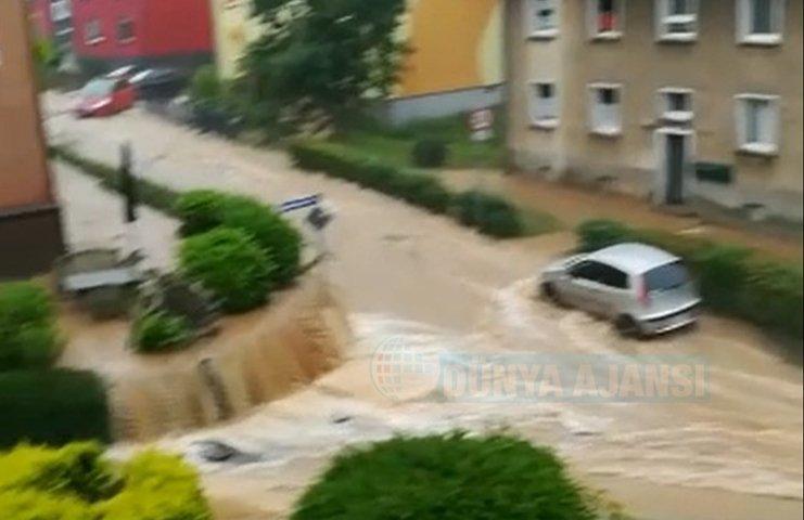 Almanya'da şiddetli yağan yağmur su baskınlarına ve yolların kapanmasına neden oldu