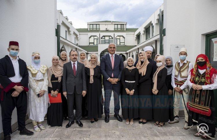 Bakanlar Muş ve Ersoy, Karadağ'da Fatih Mehmet Medresesi'ni ziyaret etti