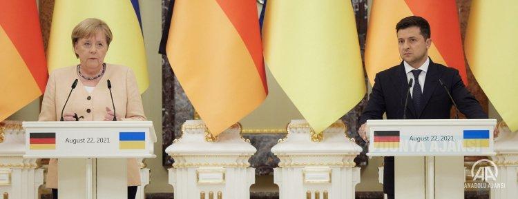 Almanya Başbakanı Merkel ve Ukrayna Devlet Başkanı Zelenskiy, Kiev'de görüştü